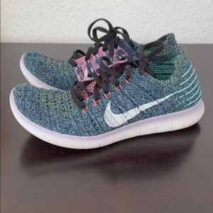 Women's Nike free run flyknits